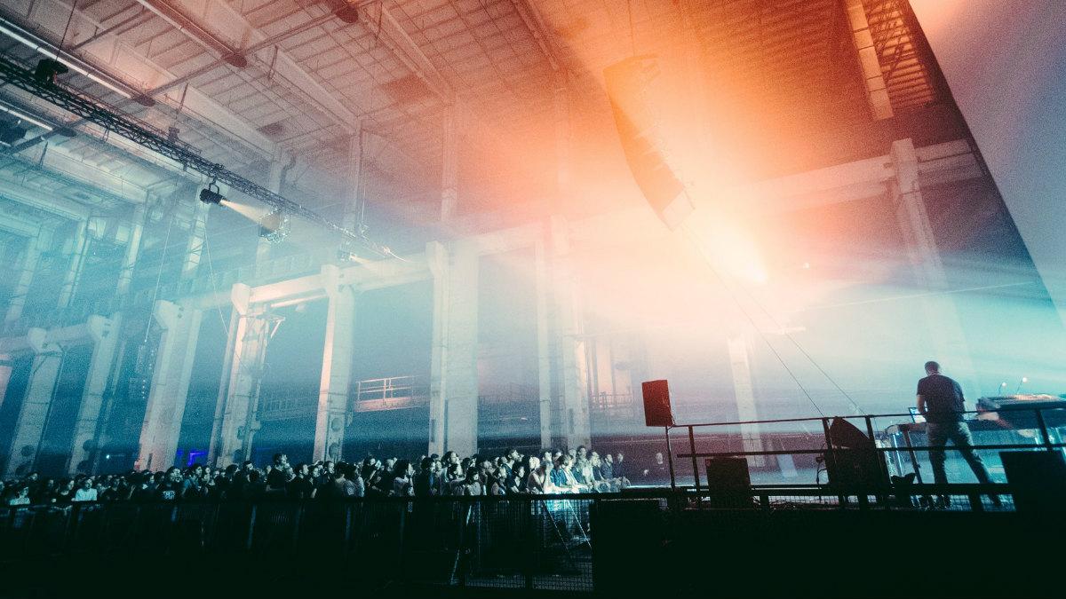 La luz, las proyecciones y la música conforman una sinergia en el espacio Kraftwerk, sede principal del festival Berlin Atonal.