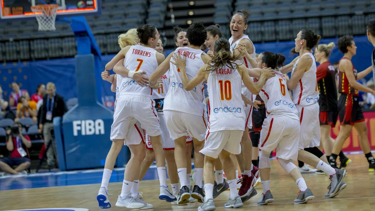 Las jugadoras españolas celebran el pase a la final del EuroBasket. (Alberto Nevado)