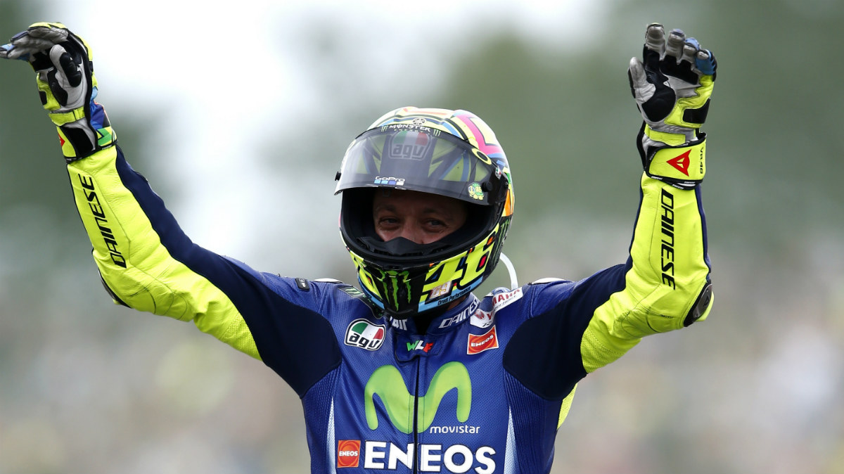 Valentino Rossi celebra su victoria en Holanda. (AFP)