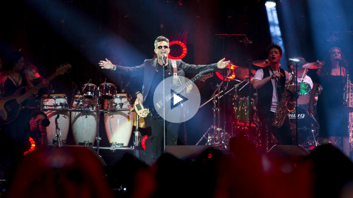 Alejandro Sanz en el multitudinario concierto en el Vicente Calderón de Madrid. Foto: EFE