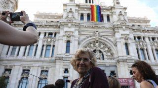 Manuela Carmena a las puertas del Ayuntamiento. (Foto: Madrid)