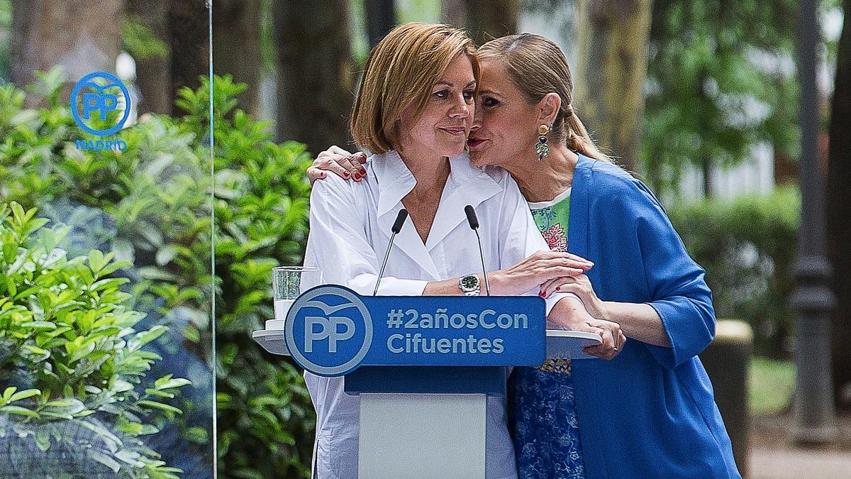 Cristina Cifuentes y María Dolores de Cospedal. (Foto: PP)   Última hora Cifuentes