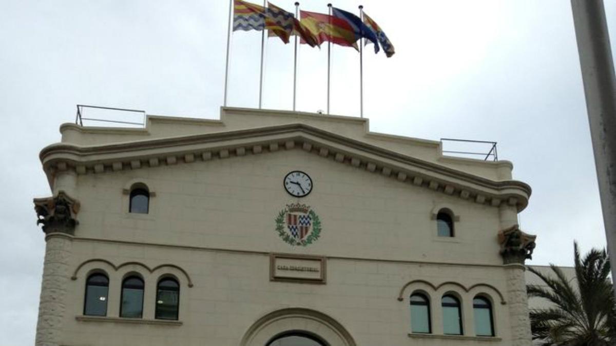 Fachada del Ayuntamiento de Badalona.
