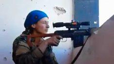 La reacción de esta francotiradora kurda está asombrando a las redes