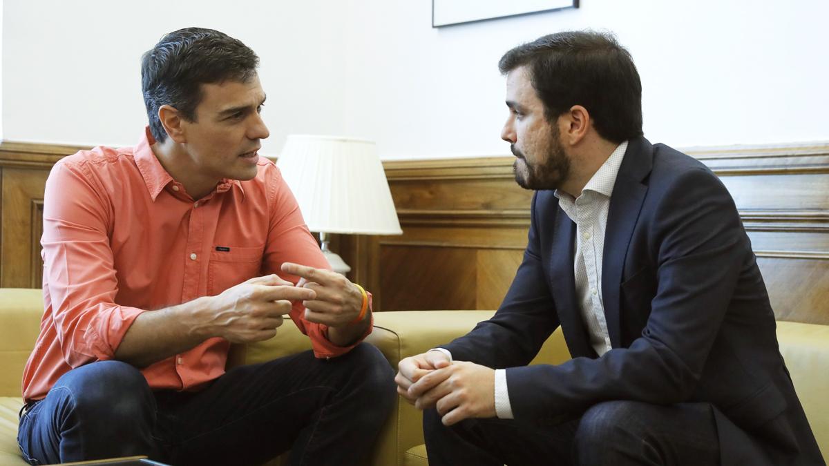 Pedro Sánchez y Alberto Garzón. (Foto: EFE)