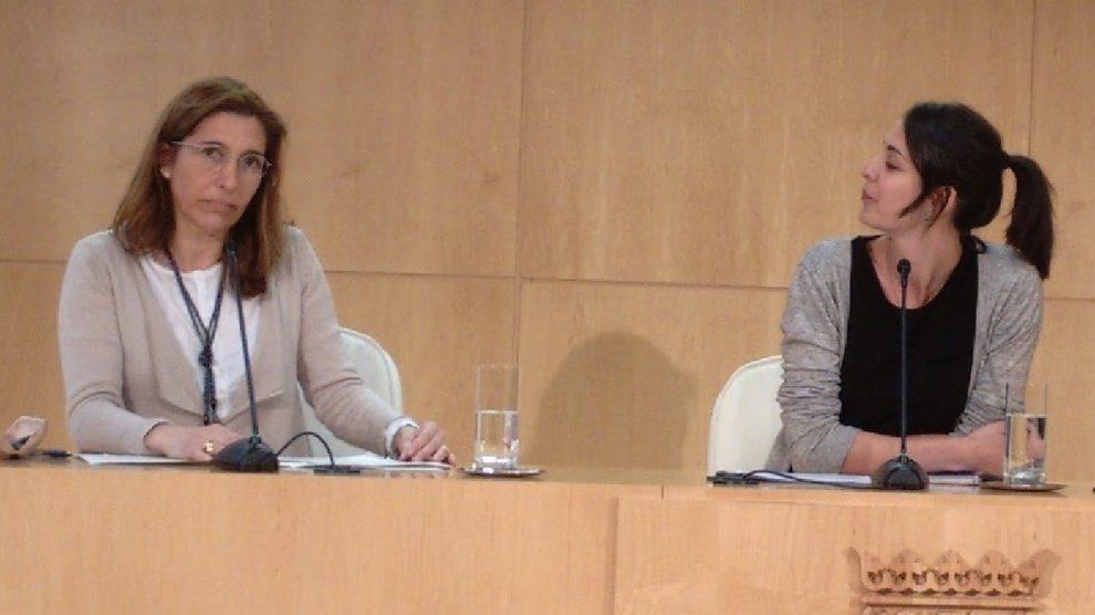 Marta Fernández-Pirla (izquierda), junto a la concejal Rita Maestre.