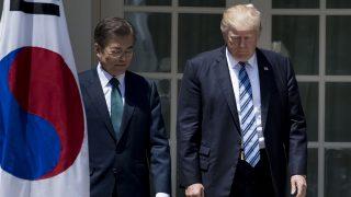 Los mandatarios estadounidense y surcoreano, Donald Trump y  Moon Jae-in, en la Casa Blanca. (Foto: AFP)