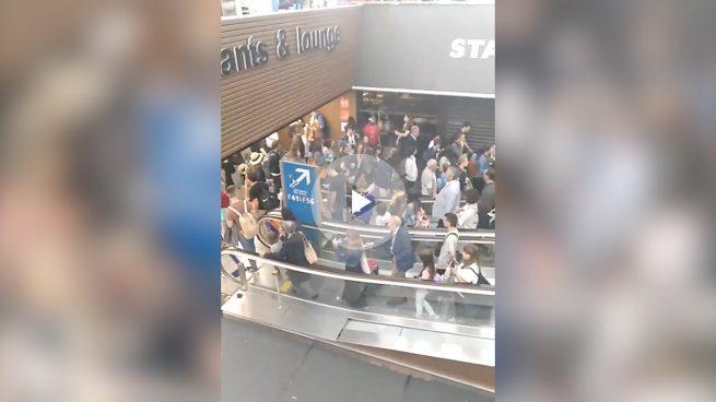 Evacuada una de las terminales del aeropuerto Charles de Gaulle de París por una brecha de seguridad