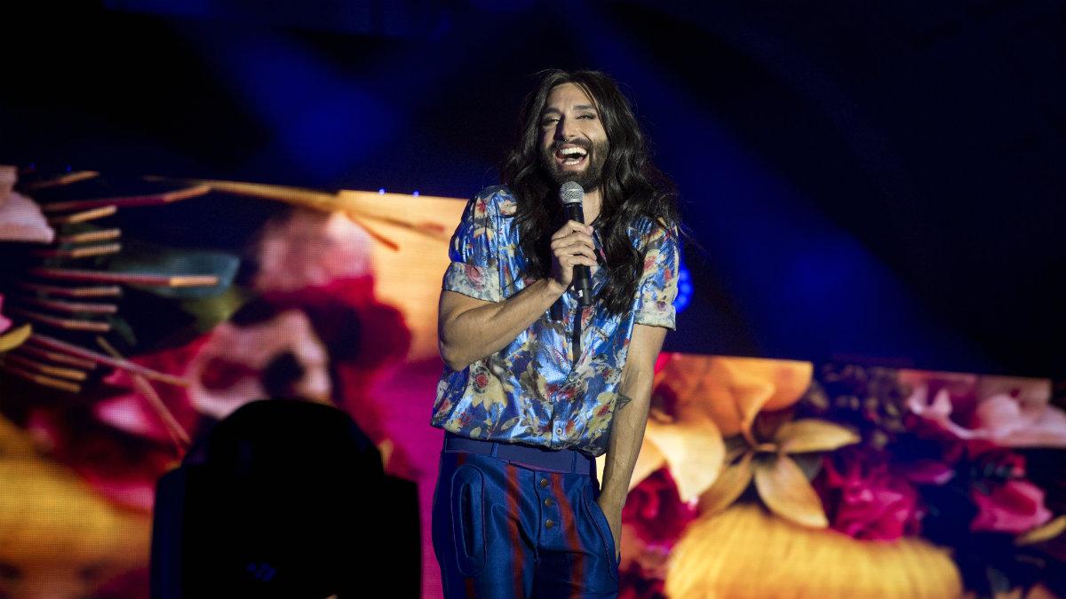 La austriaca Conchita Wurst, una de las artistas que ha cerrado las fiestas del Orgullo en Madrid. (EFE)