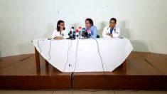 El terrorista de las FARC Pastor Alape da la rueda de prensa con los médicos de Timochenko.