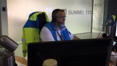 Un operario del Summa 112 de Madrid recibe la llamada de emergencia.