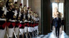 Emmanuel Macron, a su llegada solemne al Palacio de Versalles. (AFP)