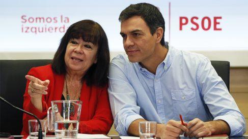 Cristina Narbona y Pedro Sánchez. (Foto: EFE)