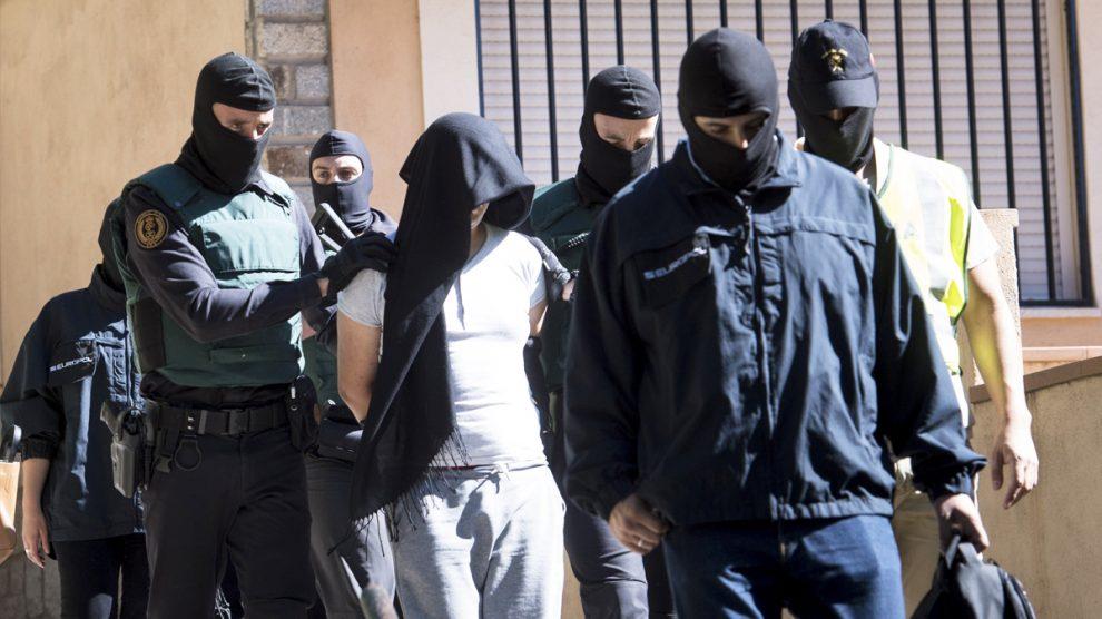 Foto de archivo de un yihadista detenido por propaganda del ISIS. (Foto: EFE)