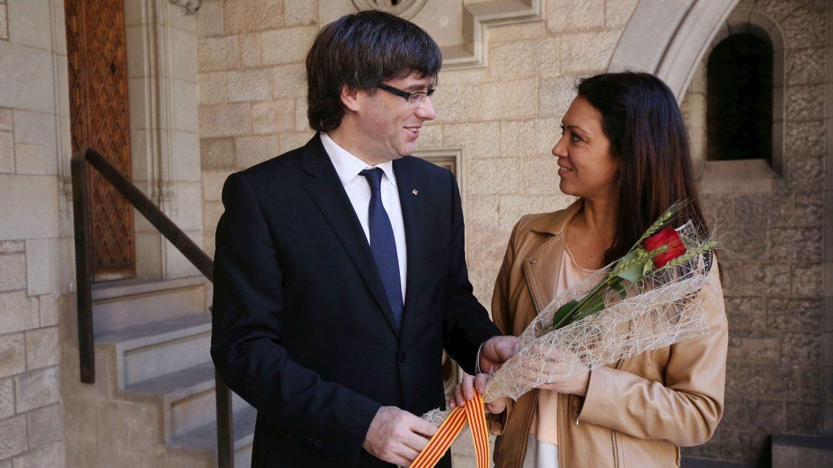 Carles Puigdemont junto a su esposa, Marcela Topor.