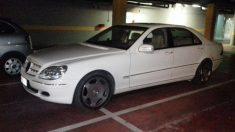 Coche no autorizado en el parking del Ayuntamiento de Alcorcón