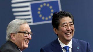 El presidente de la Comisión Europea, Jean-Claude Juncker, y el primer ministro japonés, Shinzo Abe.