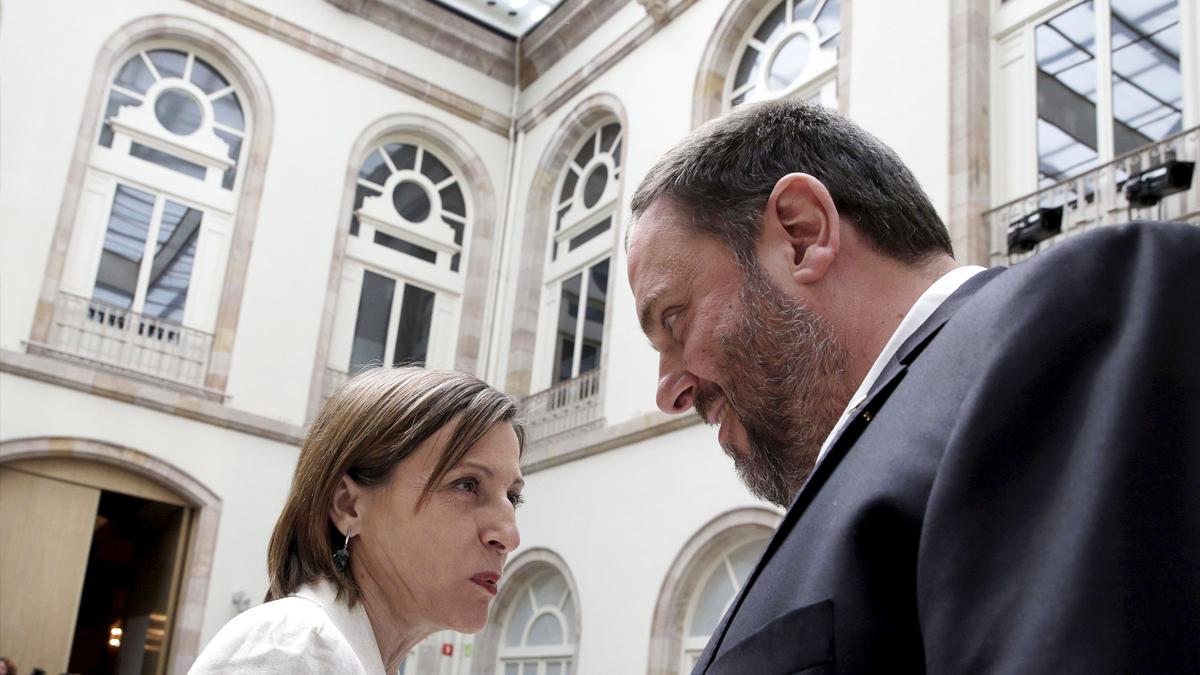 Carme Forcadell y Oriol Junqueras. (Foto: EFE)