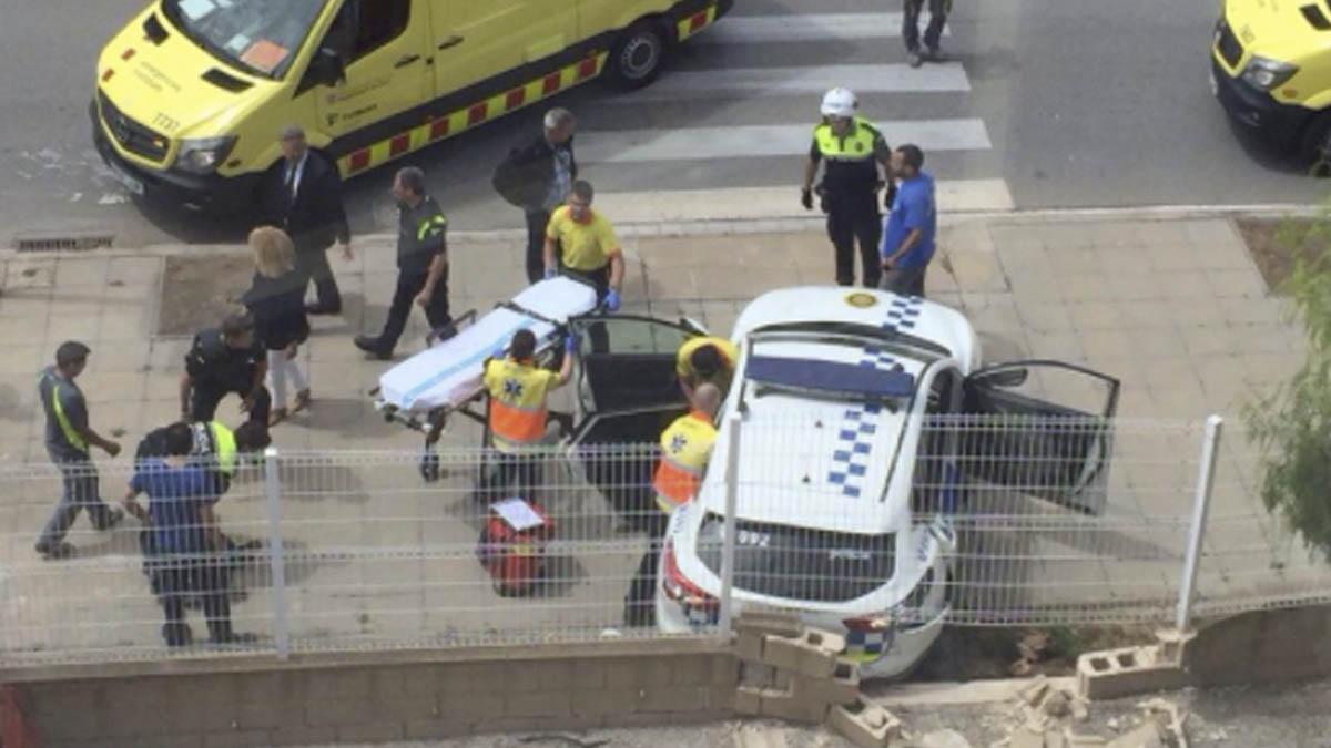 El coche de los policías atacado en Gavà.