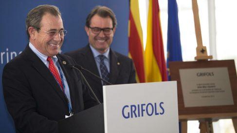 El empresario Víctor Grifols, junto a su amigo Artur Mas.