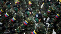 Miembros de Fuerzas Armadas de Venezuela desfilando. Foto: AFP