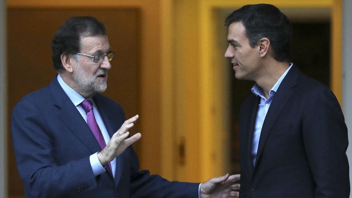 Mariano Rajoy y Pedro Sánchez. (Foto: EFE)