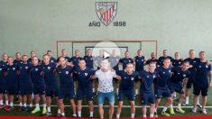 Los jugadores del Athletic posan junto a Yeray
