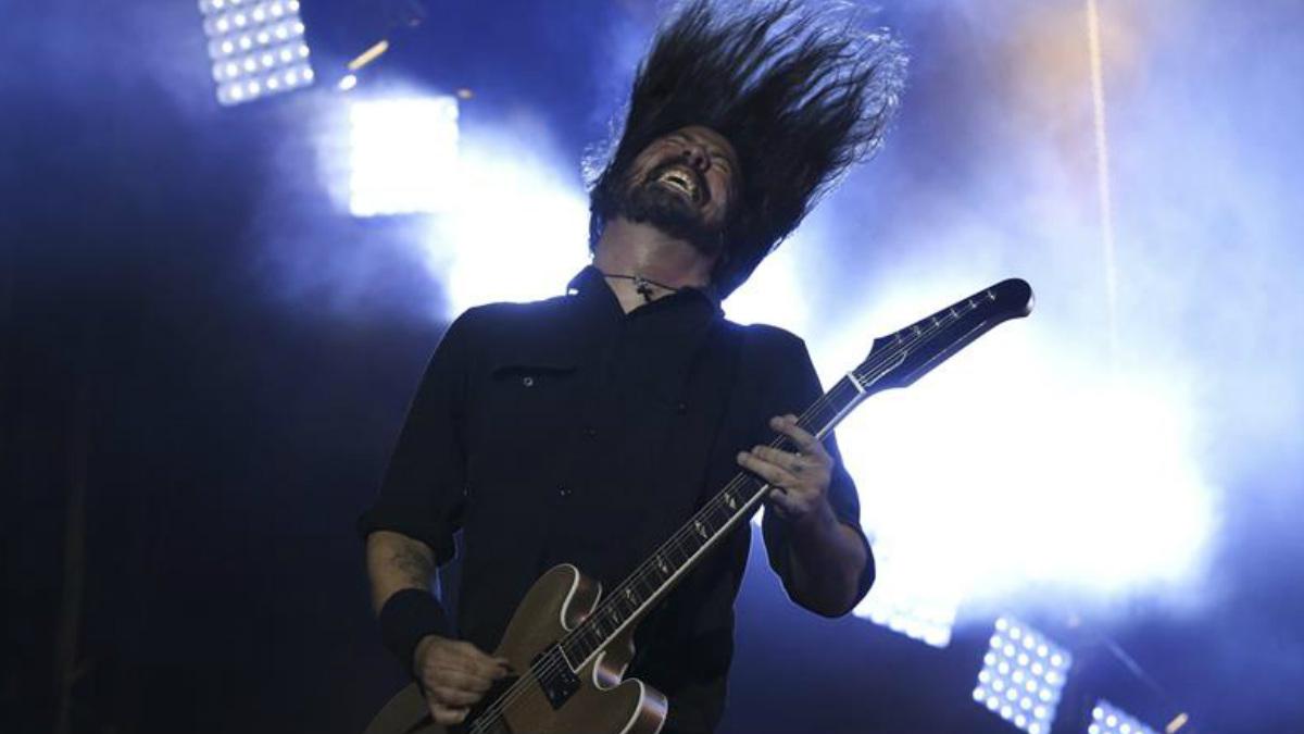 Dave Grohl, integrante del grupo estadounidense Foo Fighters, fue lo mejor de la primera jornada del Mad Cool 2017. Foto: EFE