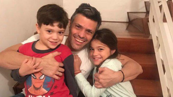 Leopoldo López se encuentra ya en casa con sus hijos y su esposa Lilian Tintori