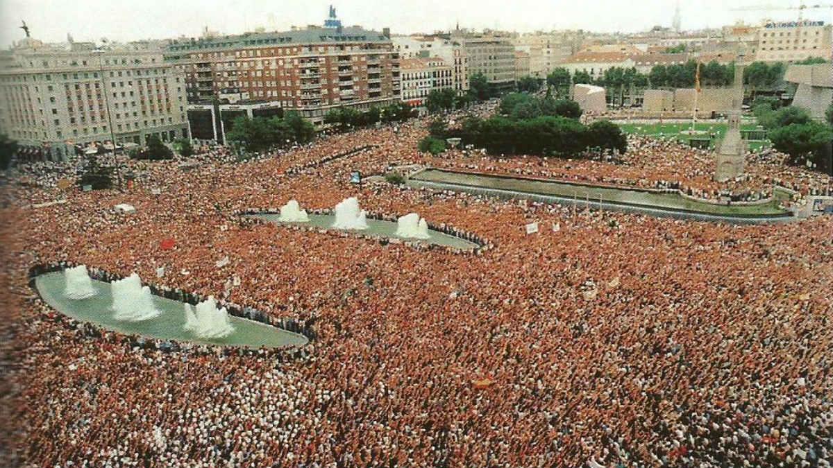 Madrid se llenó de millón y medio de personas contra ETA tras el asesinato de Miguel Ángel Blanco. (FMAB)