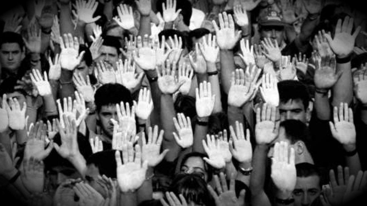 Los jóvenes con las manos blancas lideraron el movimiento social contra ETA. (FMAB)