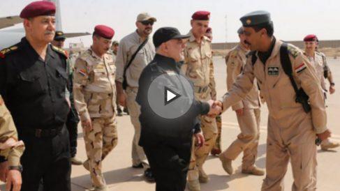 El primer ministro de Irak, Haider Al Abadi, a su llegada a Mosul recién liberada del Estado Islámico (ISIS). Foto: @HaiderAlAbadi
