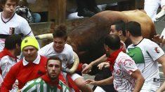 El tercer encierro de los sanfermines no ha dejado heridos por asta de toro. (EFE)