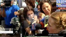 Lilian Tintori confirmando la noticia de OKDIARIO ante la prensa venezolana.