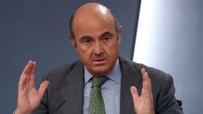 """Guindos afirma que la UE apoya de forma """"unánime"""" la postura del Gobierno ante el referéndum"""