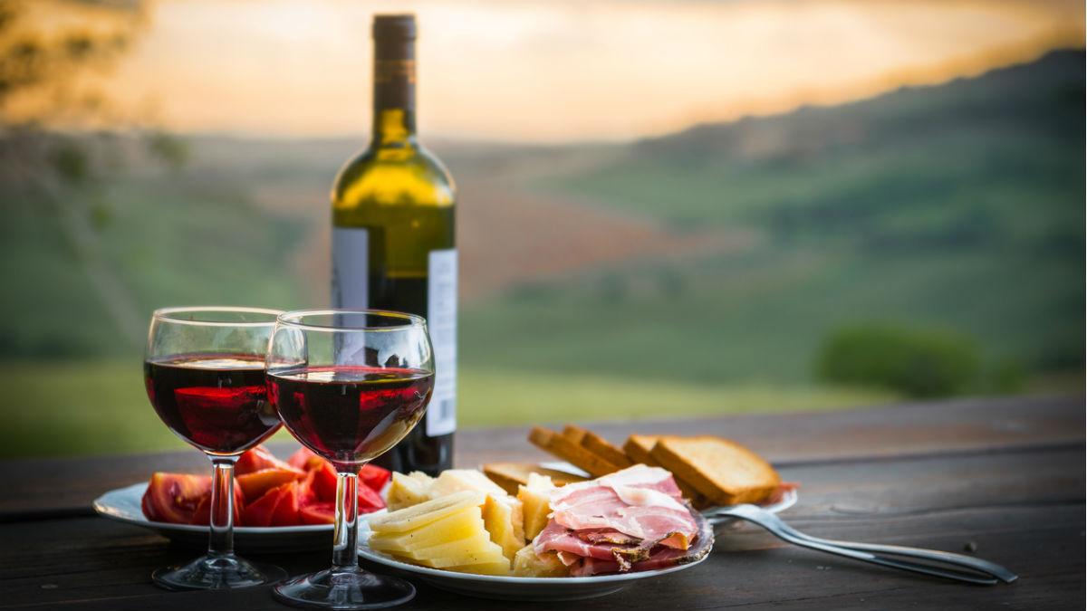 El vino, el queso, el jamón de Guijuelo: los productos protegidos por el acuerdo de libre comercio entre la UE y Japón (Foto:iStock)