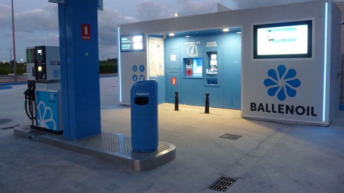 Una estación de servicio automática de Ballenoil.
