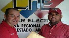 José Rivas, candidato a la Constituyente de Maduro, cuando entregaba su documentación electoral.