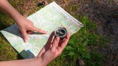 La brújula es una herramienta útil para determinar los puntos cardinales.