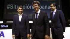 El responsable de Análisis Macroeconómico de BBVA, Rafael Doménech (i), el director de BBVA Research, Jorge Sicilia (c), y el jefe para España en BBVA Research, Miguel Cardoso (d). (FOTO: EFE)