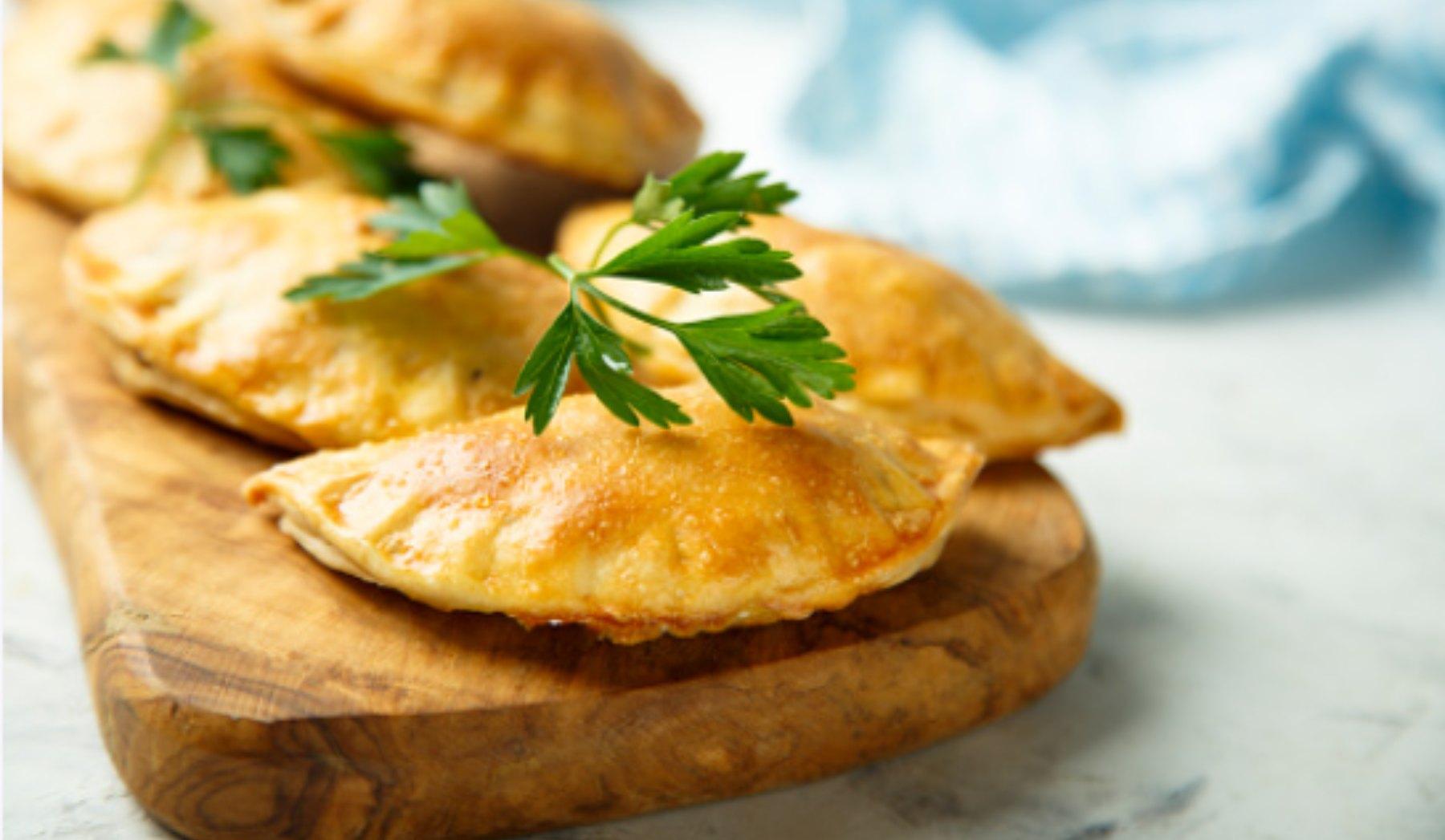 Empanadas de jamón york y queso jugosas: una receta lista en minutos