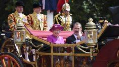 La Reina Isabel II y Felipe VI. (Foto: EFE)
