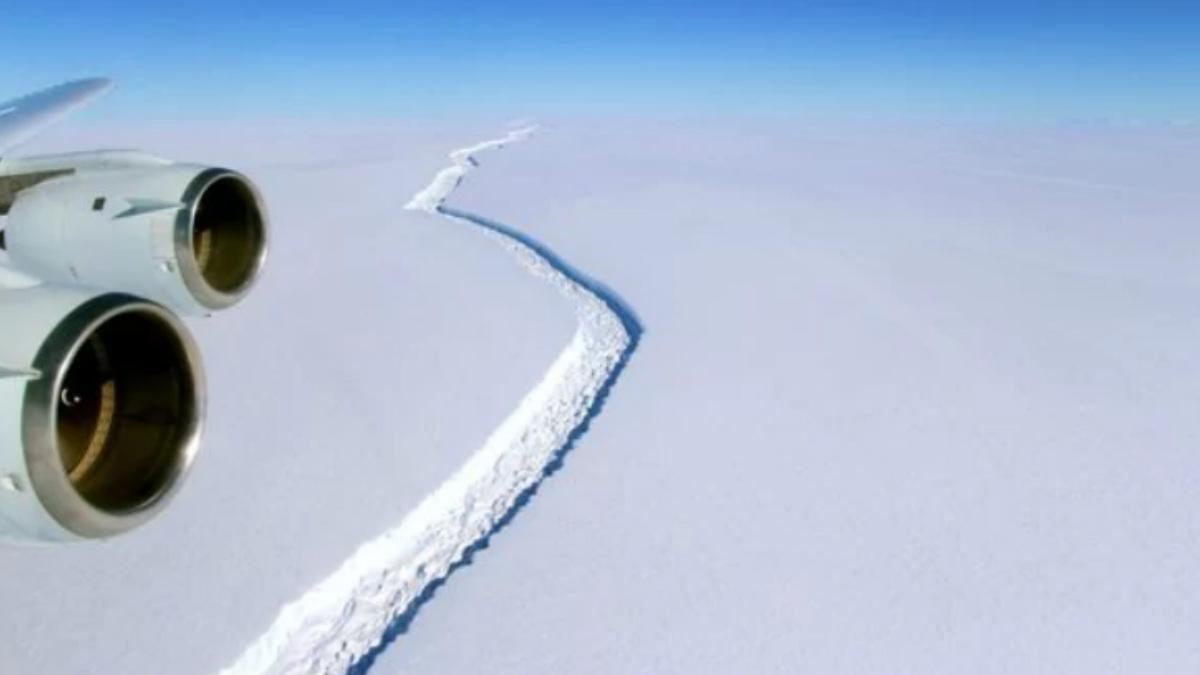 La enorme grieta que ha originado la creación del iceberg  más grande conocido en 10 años en la Antártida