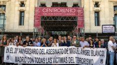 Homenaje a las víctimas de ETA en el Ayuntamiento (EFE)