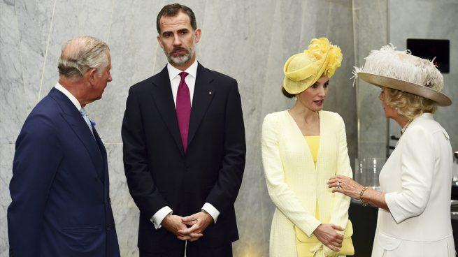 Los Reyes Felipe y Letizia junto al Príncipe Carlos y Camila de Cornualles