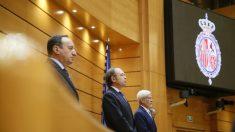 El presidente del Senado, Pío García-Escudero, junto a los vicepresidentes Sanz y Lerma, en el minuto de silencio por Miguel Ángel Blanco. (EFE)