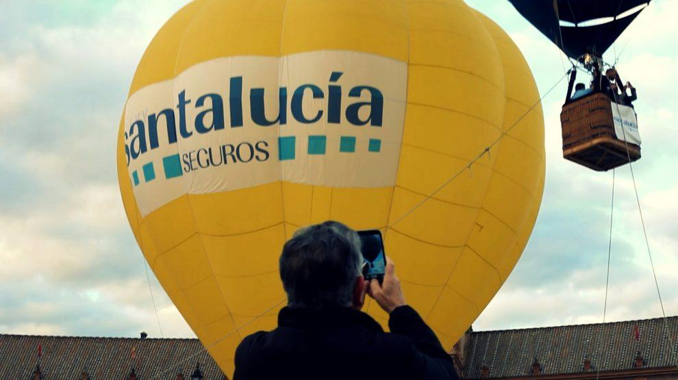 Un globo publicitario de Santalucía Seguros