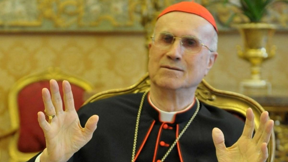 El cardenal Tarcisio Bertone.
