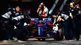 El Toro Rosso de Sainz no pasó las verificaciones técnicas del GP de Gran Bretaña en un principio por una de los arreglos más chapuceros que se recuerdan en la historia de la Fórmula 1. (Getty)