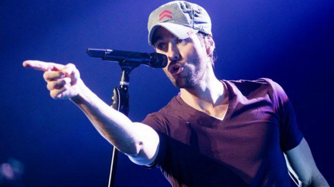 Enrique Iglesias durante uno de sus conciertos. Foto: AFP